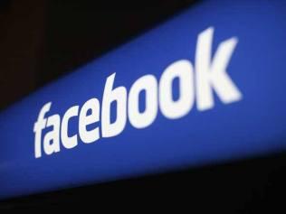 size_590_Logo_do_Facebook_na_sede_da_empresa_na_Califórnia